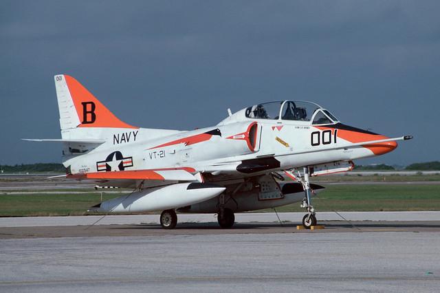 156947 Douglas TA4J Skyhawk KNGP 18-10-85