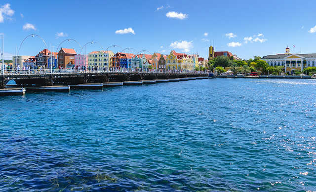 Curaçao - Willemstad - Queen Emma Bridge