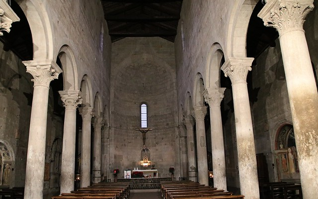 Viterbo - Chiesa medioevale dei pellegrini 13