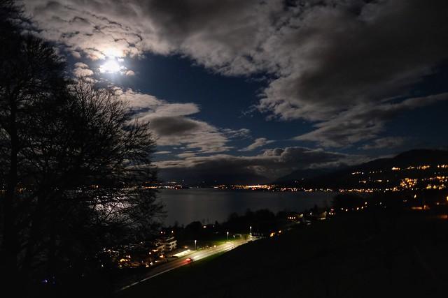 CH ZH Vollmond über dem Zürichsee