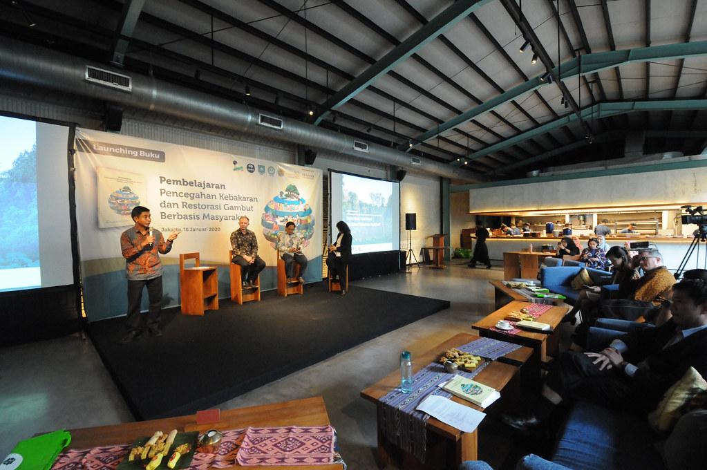 Suasana launching buku - Pembelajaran: Pencegahan Kebakaran dan Restorasi Gambut Berbasis Masyarakat.