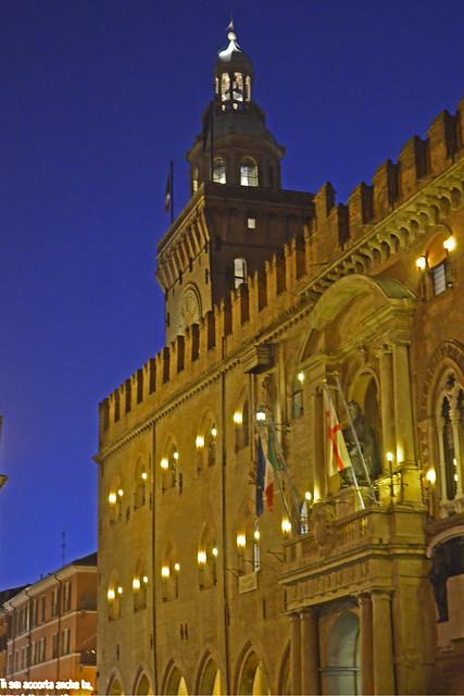2019.12.22.059 BOLOGNE - Piazza Maggiore, le palazzo d'Accucio