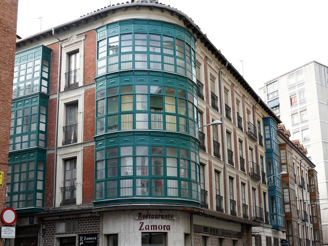 Bow-windows à l'espagnole, calle de los Molinos, Valladolid, Castille, Espagne.