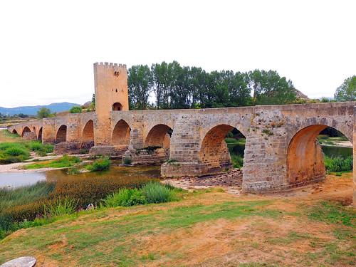 <Puente medieval de nueve ojos> Frías (Burgos)