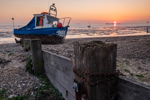 essex thorpebay sunset boat fishingboat sand beach chain breakwater buoy pier lowtide stormbrendan