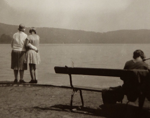 PLEASURE AND LIMITATIONS * Photo impressions of the 1920s *