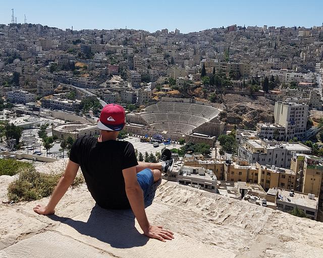 En Amman, divisando la ciudad bajo la llamada a la oración