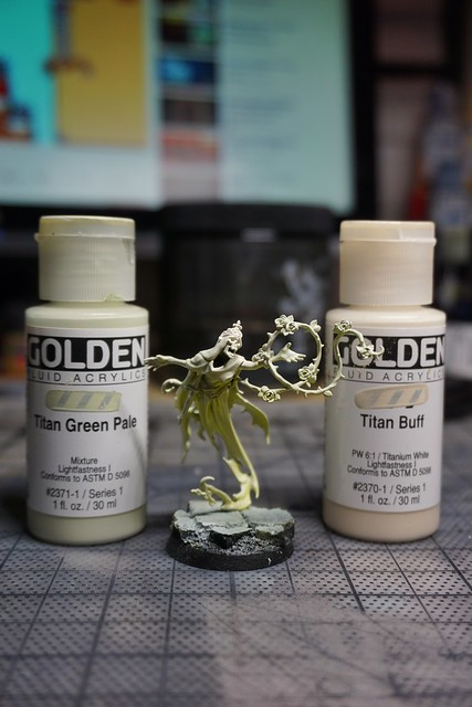 Some airbrushing on the Briar Queen. Sprayed from top down with an extra highlight on the face and head using Golden Fluid Acrylic Titan Green Pale and Titan Buff. #miniaturepainting #paintingwarhammer #warmongers