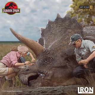 恐龍界經典場景精緻還原!Iron Studios《侏羅紀公園》「三角龍 豪華版」 1/10 比例雕像作品(Triceratops Diorama Deluxe Art Scale)