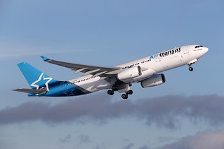 Air Transat C-GUBF