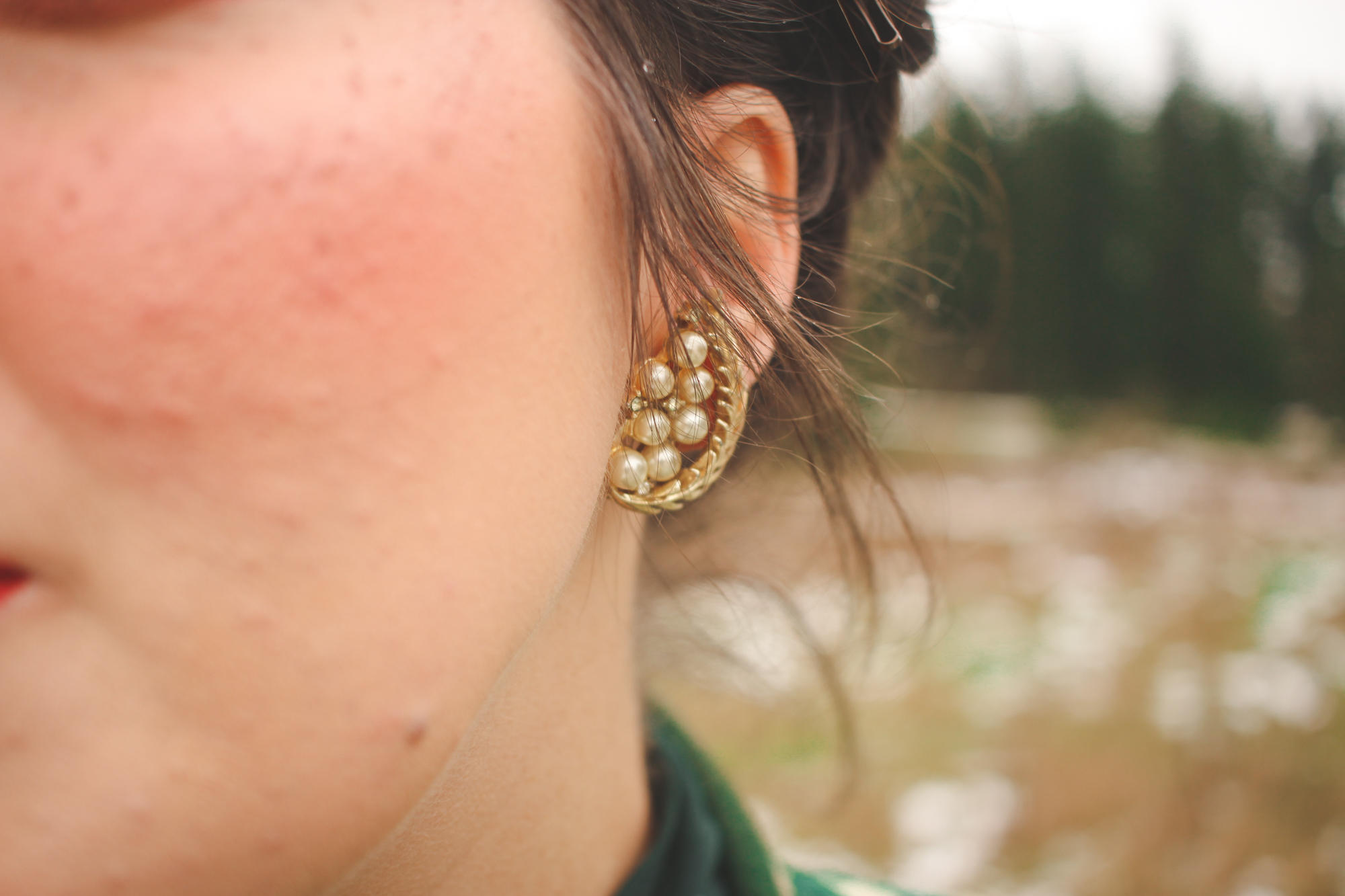 vintage trifari earrings with pearls and leaves