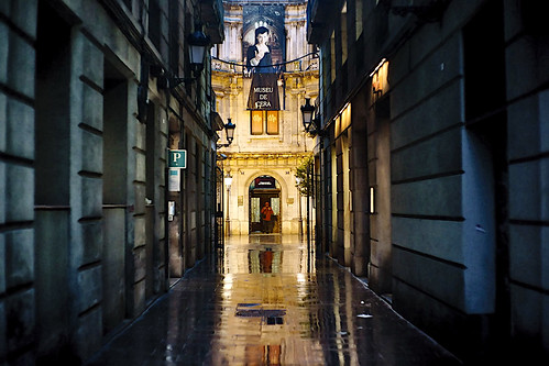 street building tower architecture museum museo museu cera light reflections rain wall door windows color colour colores colours colors dark darkness shadow shadows night nightview nightshot outside outdoor