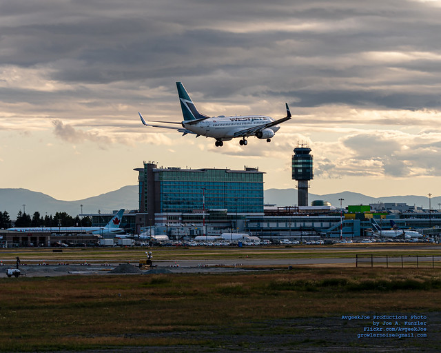 A 737-700 of WestJet on Final to YVR