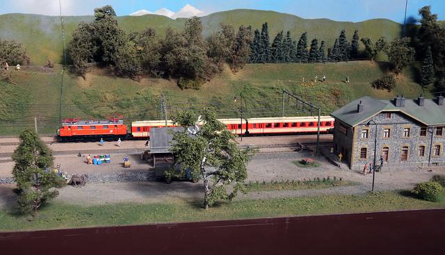 Train au départ gare de Dalaas - Réseau OBB du MEC Bregenz en HO - Intermodellbau -2017-04-06-130 mod