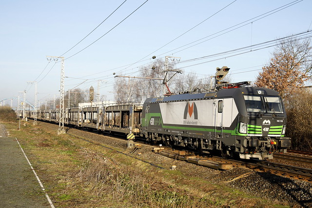 193 753 MMV-Rail Austria (ELL). Voor Retrack - VTG Rail  een  VW BLG autotrein afgeleverd in Emden en terug naar  Bratislava zonder loc. wissel voorbij Salzbergen.