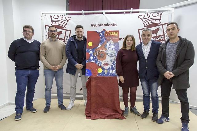 Delegado de Festejos entrega pastas a pregonero Carnaval 20 Los Palacios y Vfca