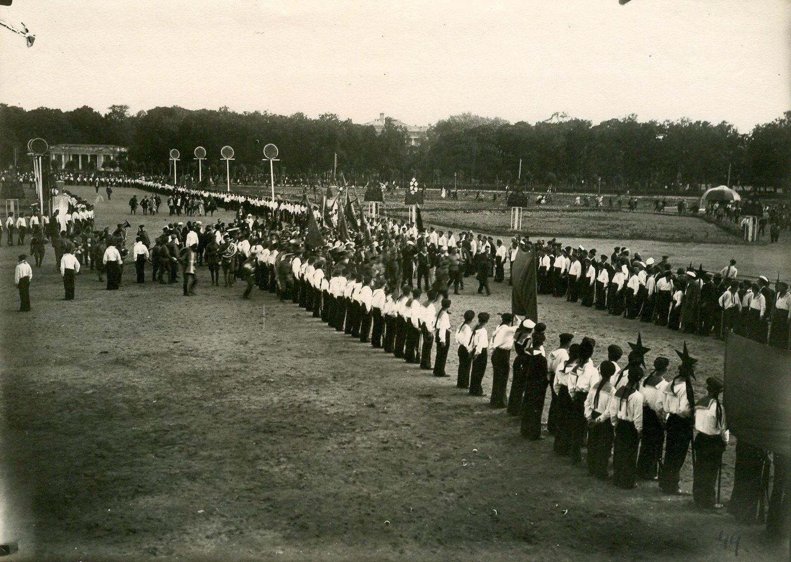 25. 1920. 19 июля. Манифестация на площади Жертв Революции (Марсово поле) во время торжественного открытия II конгресса Коминтерна