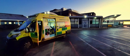 ambulance northerngeneralhospital ae fiatambulance predawn sunrise earlymorning morningshift sheffield jan2020