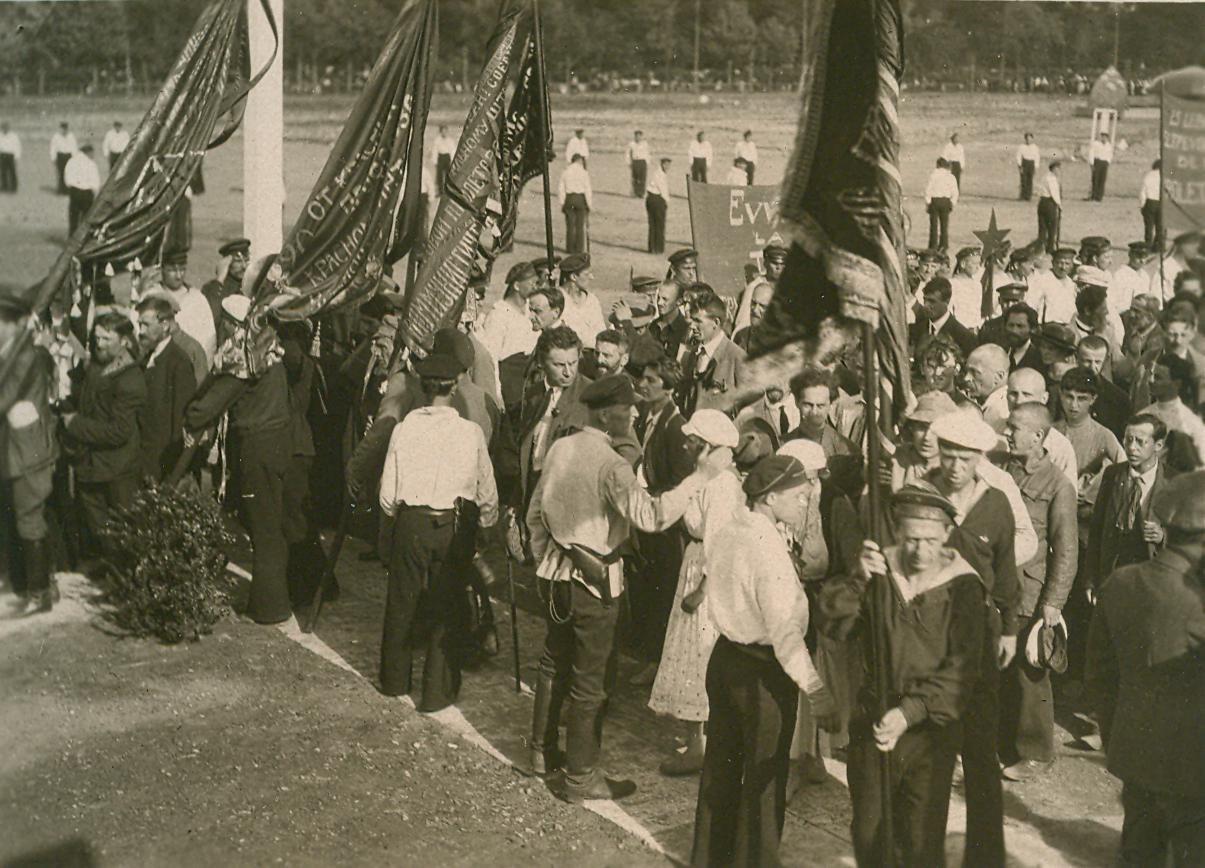 22. 1920. 19 июля. Манифестация на площади Жертв Революции (Марсово поле) во время торжественного открытия II конгресса Коминтерна