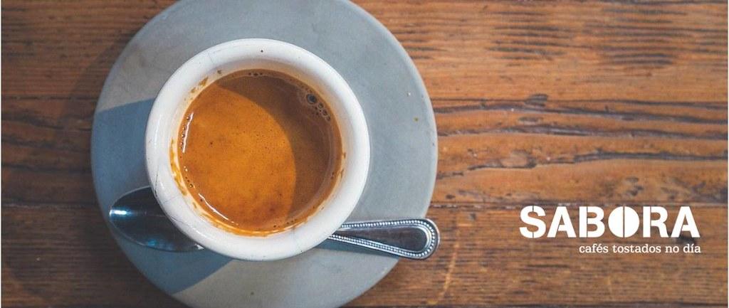 Café cortado en taza