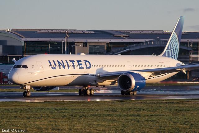 United B787-10 N12010 (New Livery)