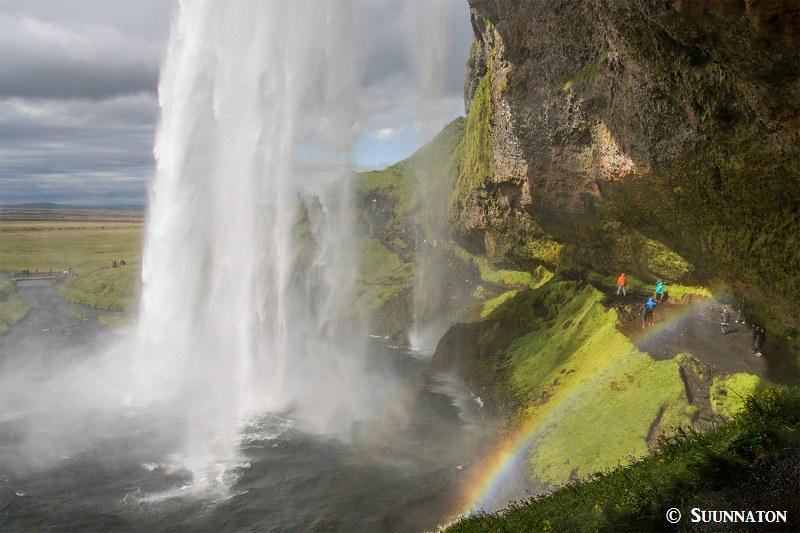 Seljalandsfoss vesiputouksen takaa, Islanti yhdessä päivässä
