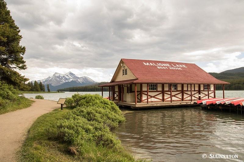 Maligne Lake, boat house
