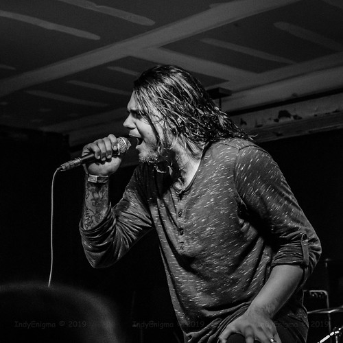 livemusic music melodicmetalcore perceivepersist damianhyde hoosierdome indianapolis indiana d5100 blackwhite squarecrop