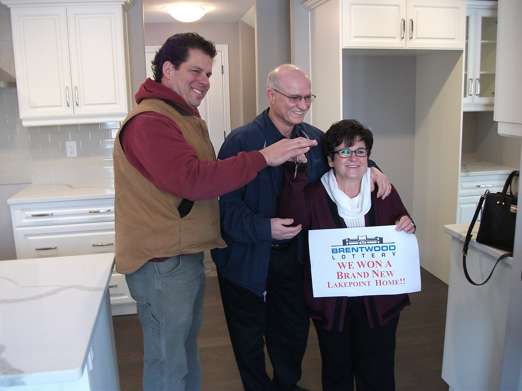Jeff Sylvestre presents the Dream Home key to Darlene & Art Formosa
