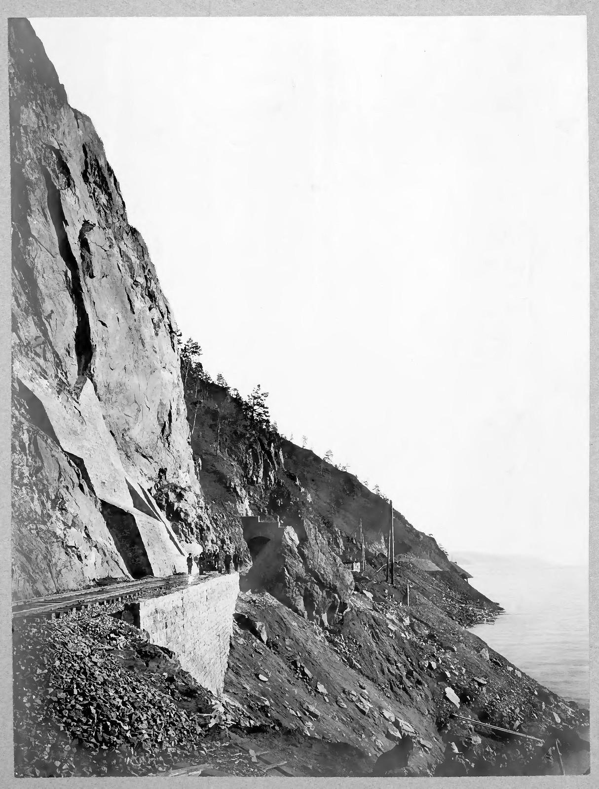 29. Подпорная стена, каменная одежда откоса выемки и тоннель №18 на 49 версте