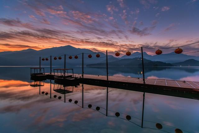 日月潭.蔣公碼頭~日出雲彩~  Sun moon lake Sunrise