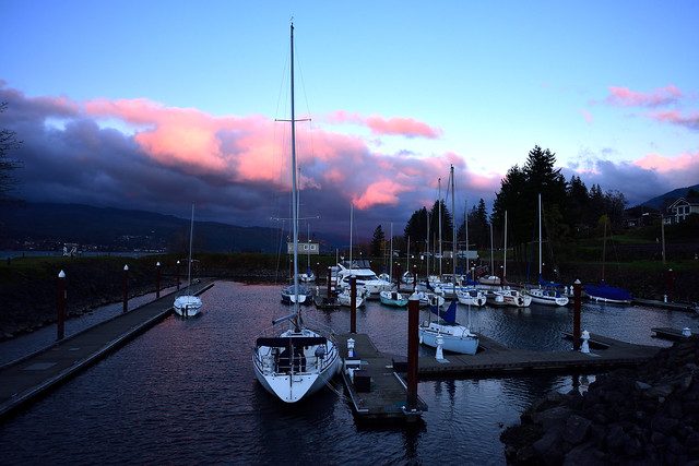 One Fine Morning at the Cascade Locks Marina