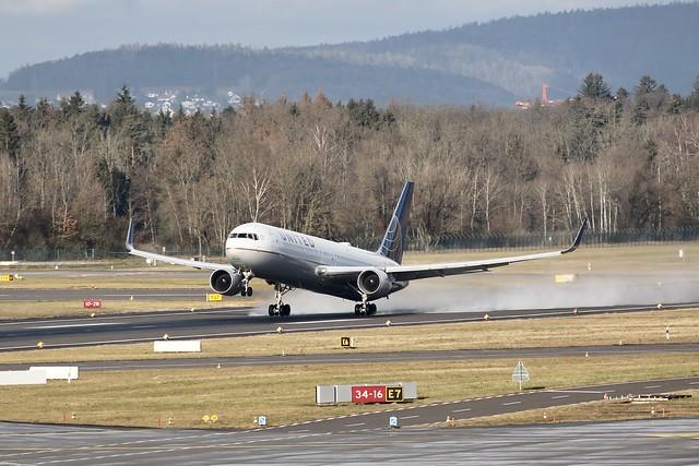 United Airlines B767-300ER N664UA departing ZRH/LSZH