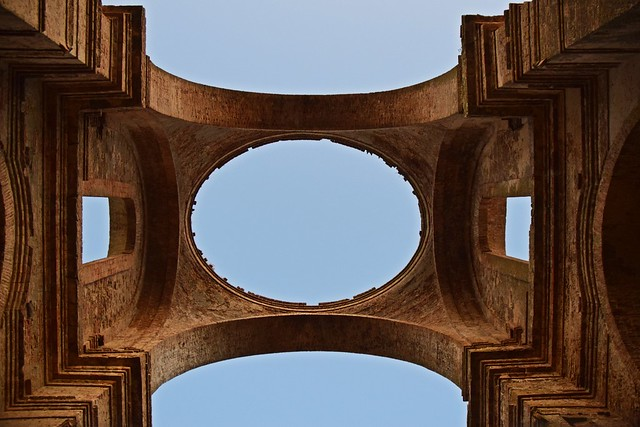 Chiesa dei SS. Luca e Giuliano, detta comunemente Chiesa Diruta. Il perfetto ovale della cupola crollata