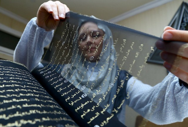 5507 Azerbaijan painter writes the Holy Quran with Gold on Silk 02