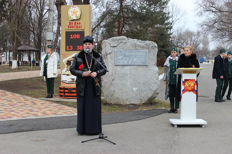 Благочинный принял участие в митинге по случаю годовщины освобождения от оккупации