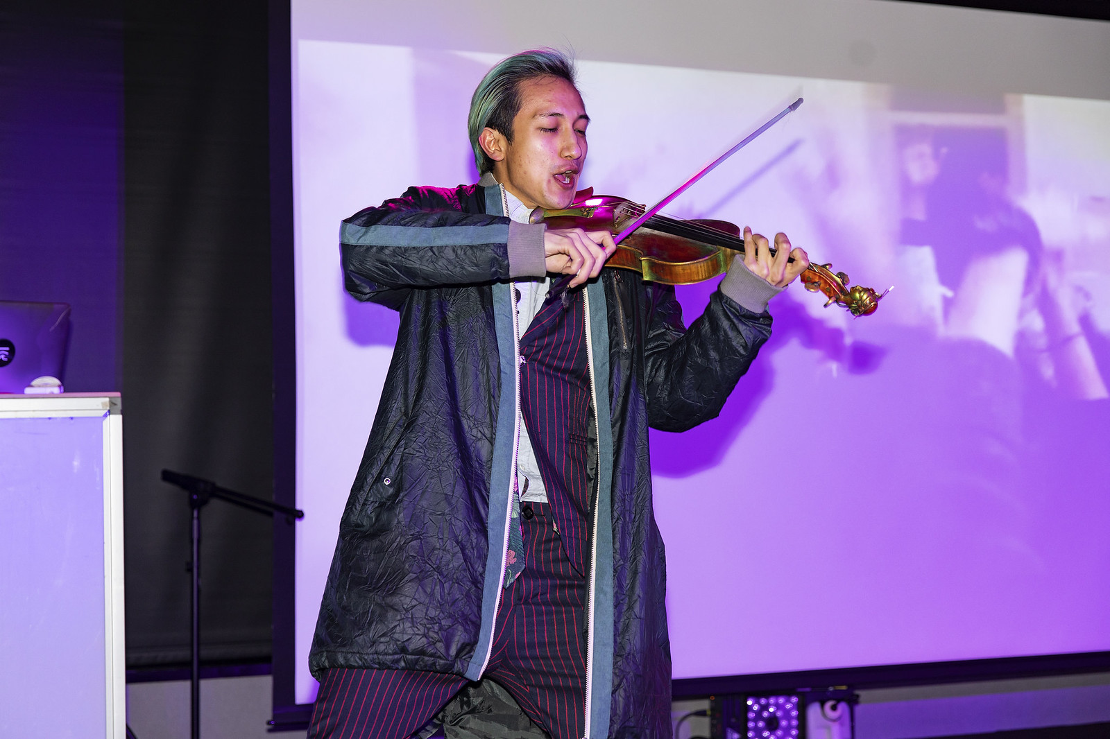 Yut Chia_modern DJ/Violinist