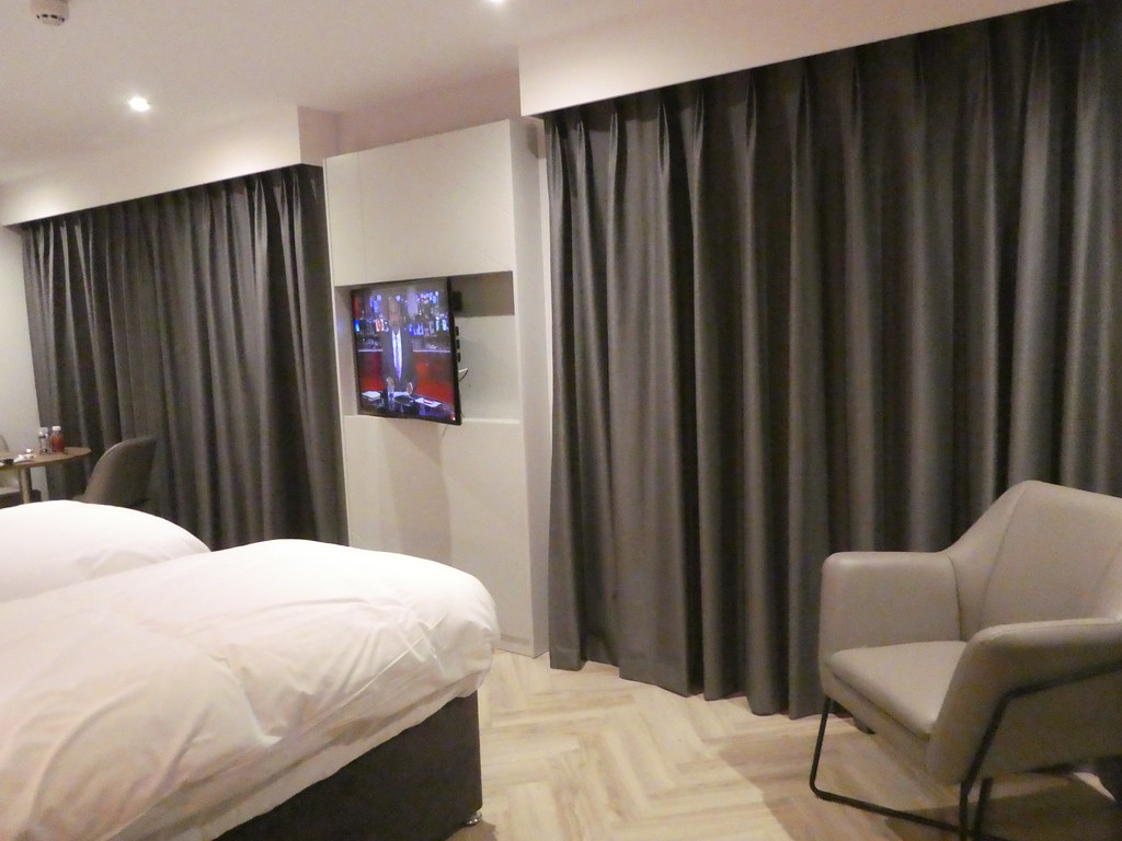 Our spacious suite at Roomzzz York City