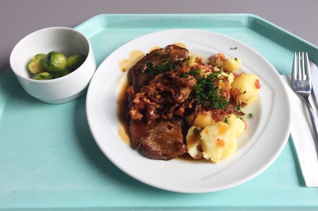 Beef roast with fried onions & roast potatoes with bacon / Zwiebelrostbraten mit Röstzwiebeln & Bratkartoffeln mit Speck