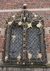 Fenêtre et grille de Caspar Fincke (1584-1655), aile de la Chapelle, cCour intérieure, château de Frederiksborg (XVIe-XVIIe), Hillerød, Sélande, Danemark.