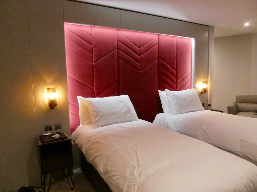 Roomzzz Aparthotel, York City