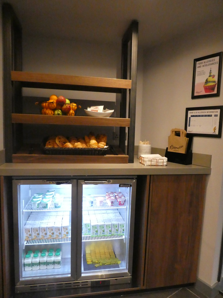 Grab and Go Breakfast, Roomzzz York City