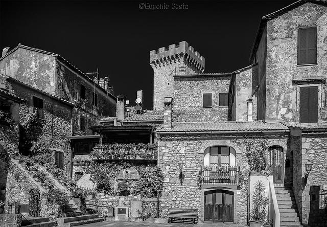 Capalbio: il borgo (B&W)/ Capalbio: the village (B&W)
