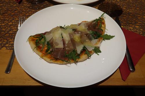 Hälfte von einer großen Pizza Parma