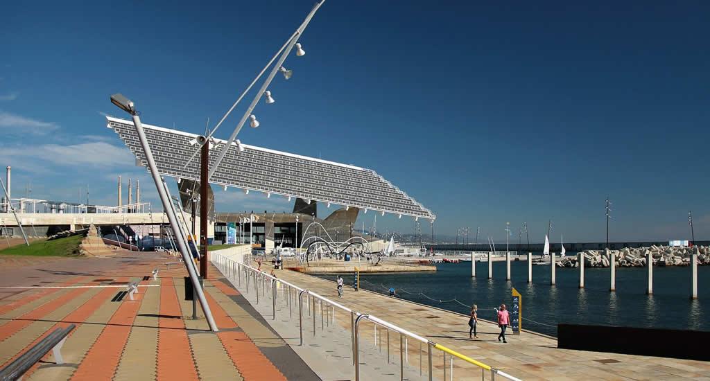 Zwemmen Barcelona: Banys del Fòrum | Mooistestedentrips.nl