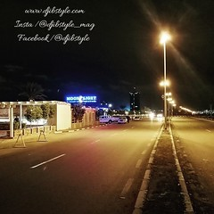 Djib by Night #11 Soiree de weekend Lieu incontournable des soirées de fin de semaine, la route de Venise attire les Djiboutiens de tout âge et de tout horizon 😍😍😍 . . . #travelphotograhy #travel #Djibouti #Weekend #Eastaf