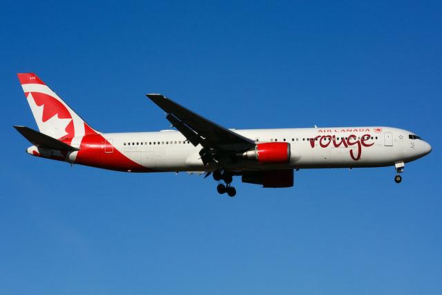 C-GEOU (Air Canada - rouge)