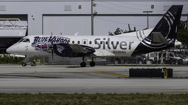N336AG_FLL_Taxiing_Out_10R_Pensacola_Blue_Wahoos