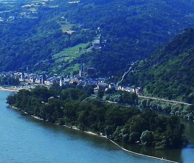 Castillo Stahleck burg Bacharach e isla de Bacharacher Werth Valle del Rin Alemania 01