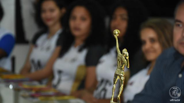 Reitor recebe time de Vôlei Feminino da UFMA